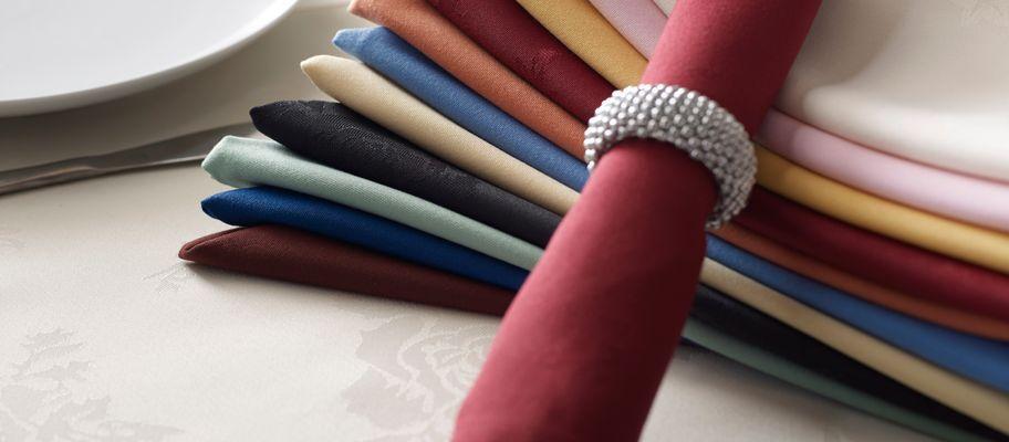 Coloured polyester napkins
